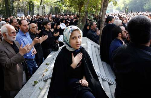 مراسم تشییع پیکر 130 شهید ایرانی جنگ عراق علیه ایران در تهران/ خبرگزاری فرانسه