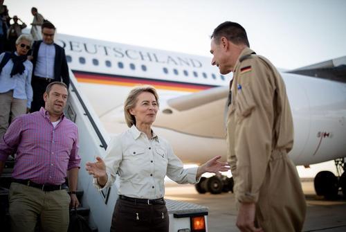 سفر وزیر دفاع آلمان به اردن/ خبرگزاری آلمان