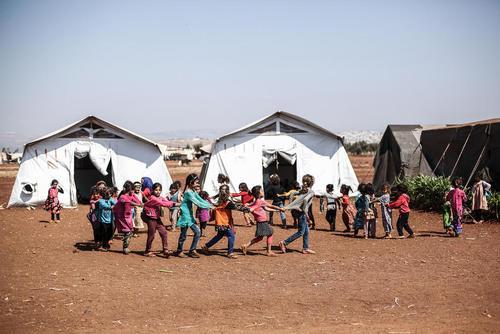 آوارگان جنگی سوری در اردوگاهی در نزدیکی مرز ترکیه در استان ادلب سوریه/ خبرگزاری آلمان