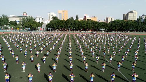 کلاس تمرین فوتبال در مدرسهای ابتدایی در چین