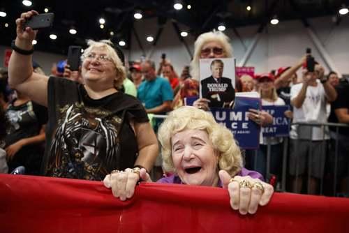 طرفداران ترامپ در یک گردهمایی انتخاباتی در شهر لاس وگاس آمریکا/ آسوشیتدپرس