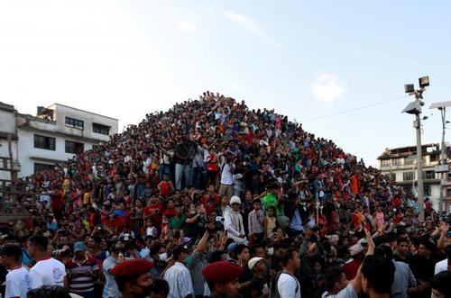 ازدحام مردم در جشنواره آیینی سالانه
