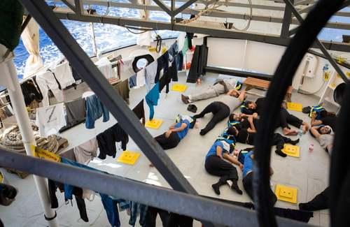 کشتی نجات پناهجویان در دریای مدیترانه/خبرگزاری فرانسه