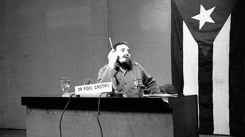 فیدل کاسترو - ۱۹۶۰  فیدل کاسترو، رهبر انقلاب کوبا و نخستوزیر پیشین این کشور رکورددار طولانیترین سخنرانی تاریخ مجمع عمومی بود. وی به مدت ۲۶۹ دقیقه در مورد اتحاد جماهیر شوروی و جنگ سرد سخن گفت.  کاسترو در سخنان خود «امپریالیسم آمریکا» را به چالش کشید و با توهین به جان اف کندی، رئیس جمهور وقت ایالات متحده وی را «یک میلیونر بیسواد و نادان خواند که درکی از انقلاب ندارد.»