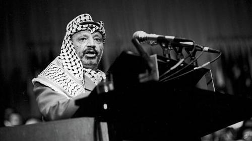 یاسر عرفات - ۱۹۷۴یاسر عرفات، رهبر سازمان آزادیبخش فلسطین در این سال برای نخستین بار به سازمان ملل متحد گفت که خواهان ایجاد یک دولت فلسطینی است که مسلمانان، مسیحیان و یهودیان را شامل میشود.  عرفات با تاکید بر اهمیت دیپلماسی گفت: «من یک شاخه زیتون و یک تفنگ جنگجوی آزاد با خود آوردهام. اجازه ندهید شاخه زیتون از دست من بیفتد.»