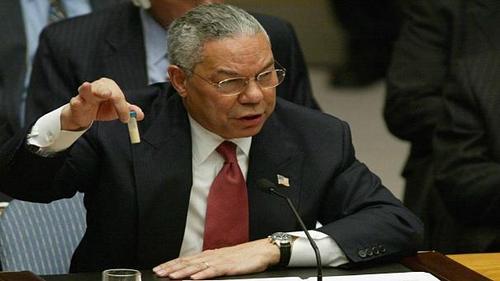 کالین پاول - ۲۰۰۳  کالین پاول، وزیر امور خارجه ایالات متحده آمریکا در جلسه شورای امنیت سازمان ملل در مورد دلایل حمله به عراق سخنرانی کرد. در حین سخنرانی وی یک کپسول حاوی باکتری سیاهزخم را که میتواند به عنوان بمب بیولوژیکی استفاده شود از جیب خود خارج کرد و گفت: «این مدرک ماست». این مساله یکی از نادرترین رویدادهای تاریخی در زمان برگزاری اجلاس بود.