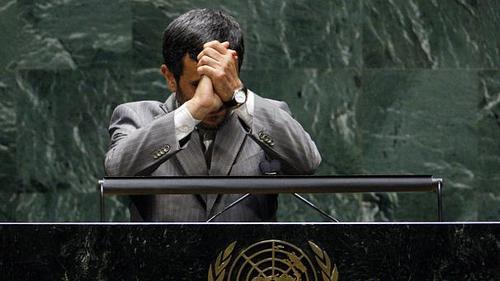محمود احمدی نژاد - ۲۰۱۰ و ۲۰۱۱  در هر دو سال ۲۰۱۰ و ۲۰۱۱ نمایندگان کشورهای غربی در زمان سخنرانی محمود احمدی نژاد، رئیس جمهور ایران، سالن مجمع را ترک کردند. وی در سال ۲۰۱۰ ادعا کرد که ایالات متحده به سازماندهی حملات ۱۱ سپتامبر کمک کرده است و در سال ۲۰۱۱ اروپا را متهم کرد که به بهانه هولوکاست از اسرائیل حمایت میکند.