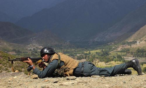 درگیری سربازان ارتش افغانستان با نیروهای داعش در استان کونار افغانستان/ شینهوا