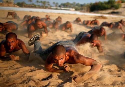 تمرینات بدنی دانشجویان آکادمی پلیس در باریکه غزه/ رویترز