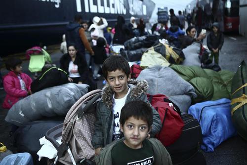 انتقال 400 پناهجو به اردوگاهی جدید در یونان