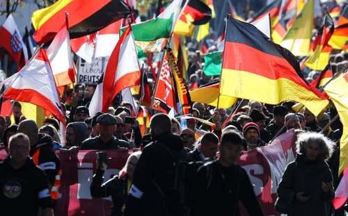 تظاهرات یک گروه راستگرا در بیستوهشتمین سالگرد وحدت دوباره آلمان/ برلین/EPA