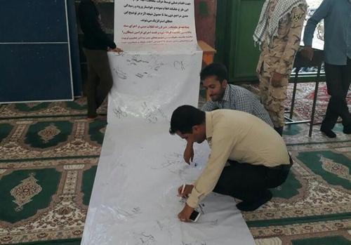 مردم  قزوین در حاشیه نماز جمعه طومار «نه به FATF» امضا کردند