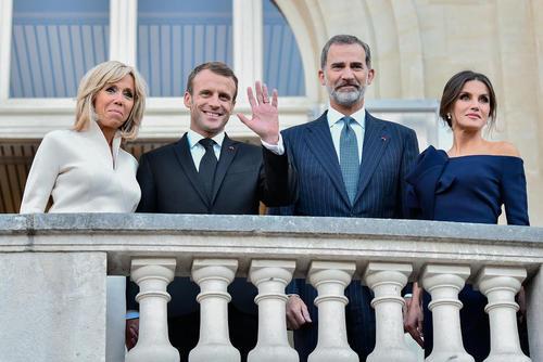 سفر پادشاه اسپانیا و همسرش به فرانسه و دیدار با رییس جمهوی و بانوی اول فرانسه در کاخ الیزه