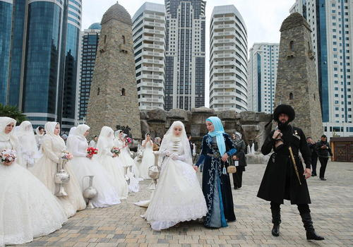 ازدواج دستهجمعی 200 زوج چچنی در دویستمین سالگرد تاسیس شهر گروزنی/ ایتارتاس