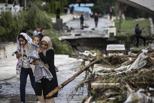 سیل در شهر تنکابن در شمال ایران/عکس: احمد حلبیساز/ شینهوا