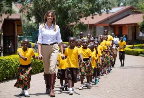 بازدید ملانیا ترامپ از یک مرکز نگهداری کودکان بیسرپرست در شهر نایروبی کنیا/خبرگزاری فرانسه