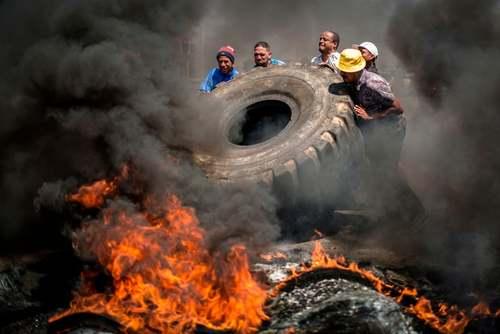 تظاهرات علیه ناامنی و مواد مخدر در محلهای زاغهنشین در حومه شهر ژوهانسبورگ آفریقای جنوبی