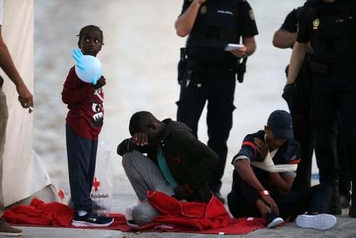 نجات پناهجویان آفریقایی در مالاگا اسپانیا/ رویترز
