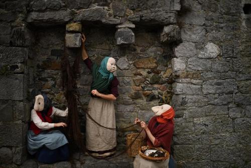 اجرای یک تئاتر خیابانی در ایرلند/ رویترز