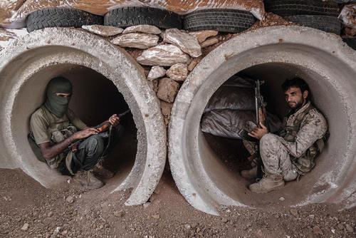 شورشیان مسلح در استان حماء سوریه/ خبرگزاری آلمان