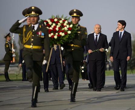 بازدید نخست کانادا از بنای یادبود کشتار ارامنه به دست امپراتوری عثمانی در شهر ایروان