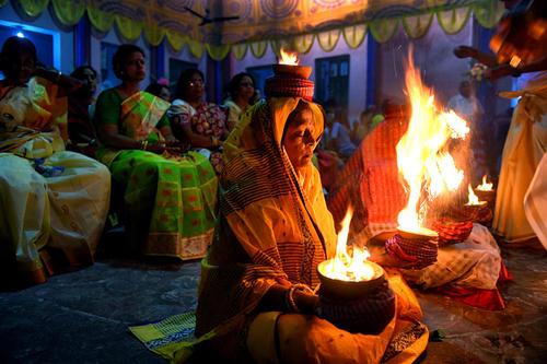 مراسم آیینی هندوها در بنگال غربی هندوستان
