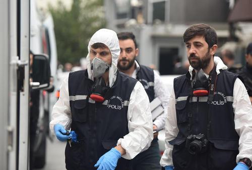 بازرسان ترکیهای مشغول بازرسی از اقامتگاه سرکنسول عربستان سعودی در استانبول/ شینهوا