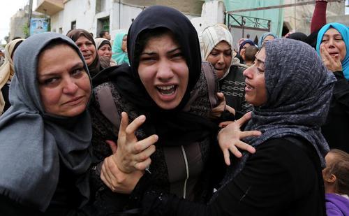 مراسم تشییع پیکر یک جوان 25 ساله فلسطینی که در حمله هوایی اسراییل به شهادت رسیده است./ باریکه غزه