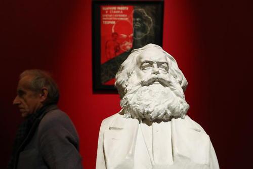 نمایشگاه دویستمین سالگرد تولد