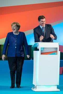 خنده آنگلا مرکل صدراعظم آلمان در یک گردهمایی حزبی