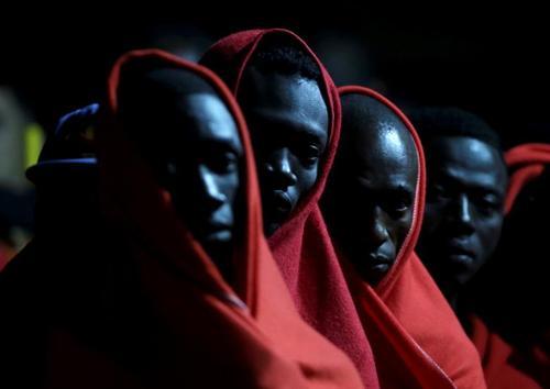 پناهجویان آفریقایی در قایق نجات در