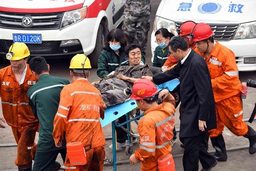 نجات معدنچیان از سانحه انفجار معدن در یونچنگ چین/ شینهوا