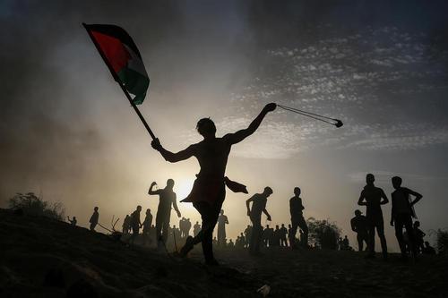 زخمی شدن 20 جوان فلسطینی از سوی ارتش اسراییل در تظاهرات ضد اسراییلی غروب دوشنبه در شمال باریکه غزه/ شینهوا و آناتولی