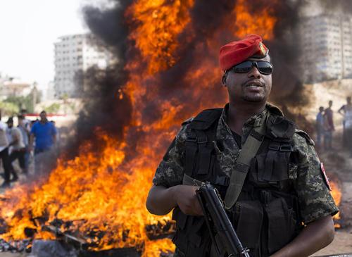 آتش زدن محمولههای مواد مخدر مکشوفه از سوی پلیس غزه