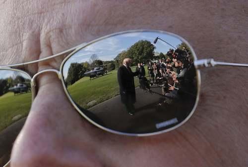 انعکاس تصویر دونالد ترامپ در عینک آفتابی یکی از محافظان او در سرویس مخفی کاخ سفید/ آسوشیتدپرس