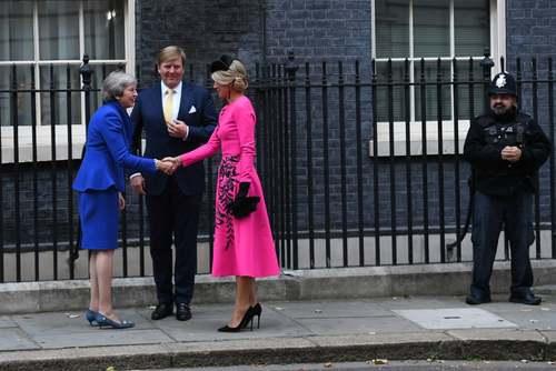 حضور پادشاه و ملکه هلند در مقر نخست وزیری برای دیدار با نخست وزیر بریتانیا / لندن