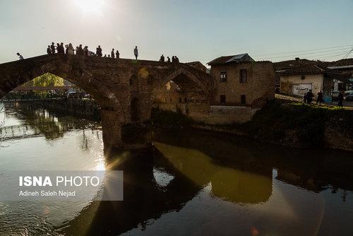 پل خشتی «لنگرود» این پل بر روی رودخانه لنگرود در مسیر راه قدیمی لاهیجان به لنگرود و در مرکز شهر نزدیکی بازار «سماکان» است.