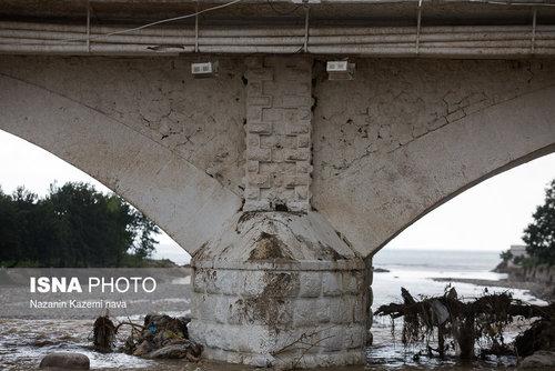 پل «چشمه کیله» تنکابن دارای شش پایه، که بر روی پی شفته آهکی ساخته شده و دارای هشت دهانه است.