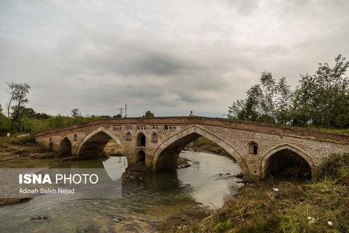 پل خشتی «تمیجان» در۶ کیلومتری جنوب غربی رودسر استان گیلان و بر روی رودخانه تمیجان احداث شده است . از نوع طاقها و مصالح به کار رفته در این پل میتوان آن را به دوره صفوی نسبت داد .