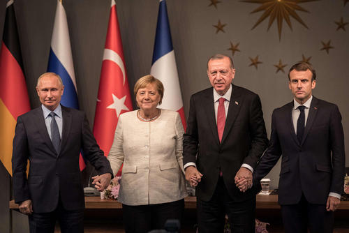 نشست سران 4 کشور روسیه، ترکیه، فرانسه و آلمان درباره بحران سوریه به میزبانی رییس جمهوری ترکیه در شهر استانبول/ خبرگزاری آلمان