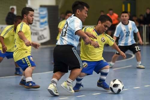 بازی دو تیم فوتبال آرژانتین و کلمبیا در قالب جام فوتبال