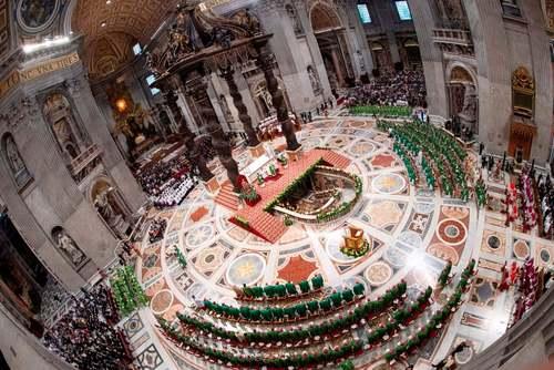 پاپ فرانسیس در اختتامیه آیینی مذهبی در کلیسای جامع واتیکان/ خبرگزاری فرانسه