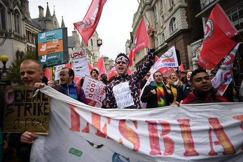 تظاهرات کارمندان شرکت