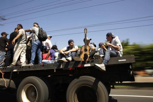 عزیمت دومین کاروان مهاجران در راه آمریکا با 600 نفر جمعیت غالبا از زنان و کودکان از کشور السالوادور