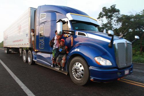 کاروان مهاجران آمریکای لاتین در راه آمریکا/ مکزیک