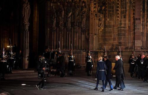 روسای جمهوری فرانسه و آلمان و همسرانشان در حال ورود به کنسرت صلح اروپا- به مناسبت یکصدمین سالگرد پایان جنگ اول جهانی- در شهر استراسبورگ فرانسه/ خبرگزاری آلمان