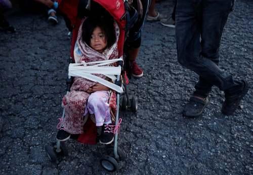 کاروان مهاجران کشورهای آمریکای مرکزی در حال حرکت به سمت مرز آمریکا/ مکزیک/ رویترز