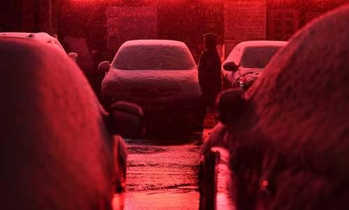 بارش نخستین برف پاییزی در شهر شینینگ چین/ شینهوا