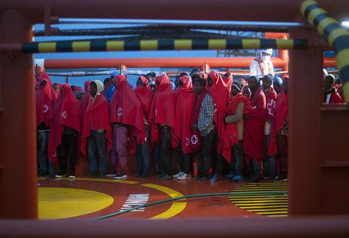 پناهجویان آفریقایی پس از رسیدن به