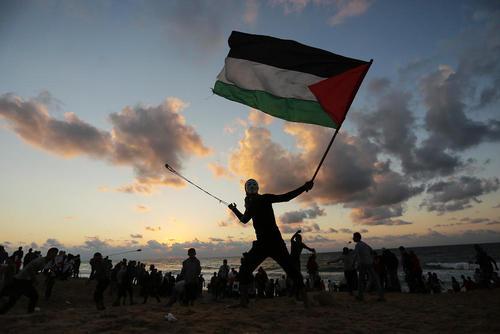 تظاهرات جوانان فلسطینی در مرز غزه و اسراییل